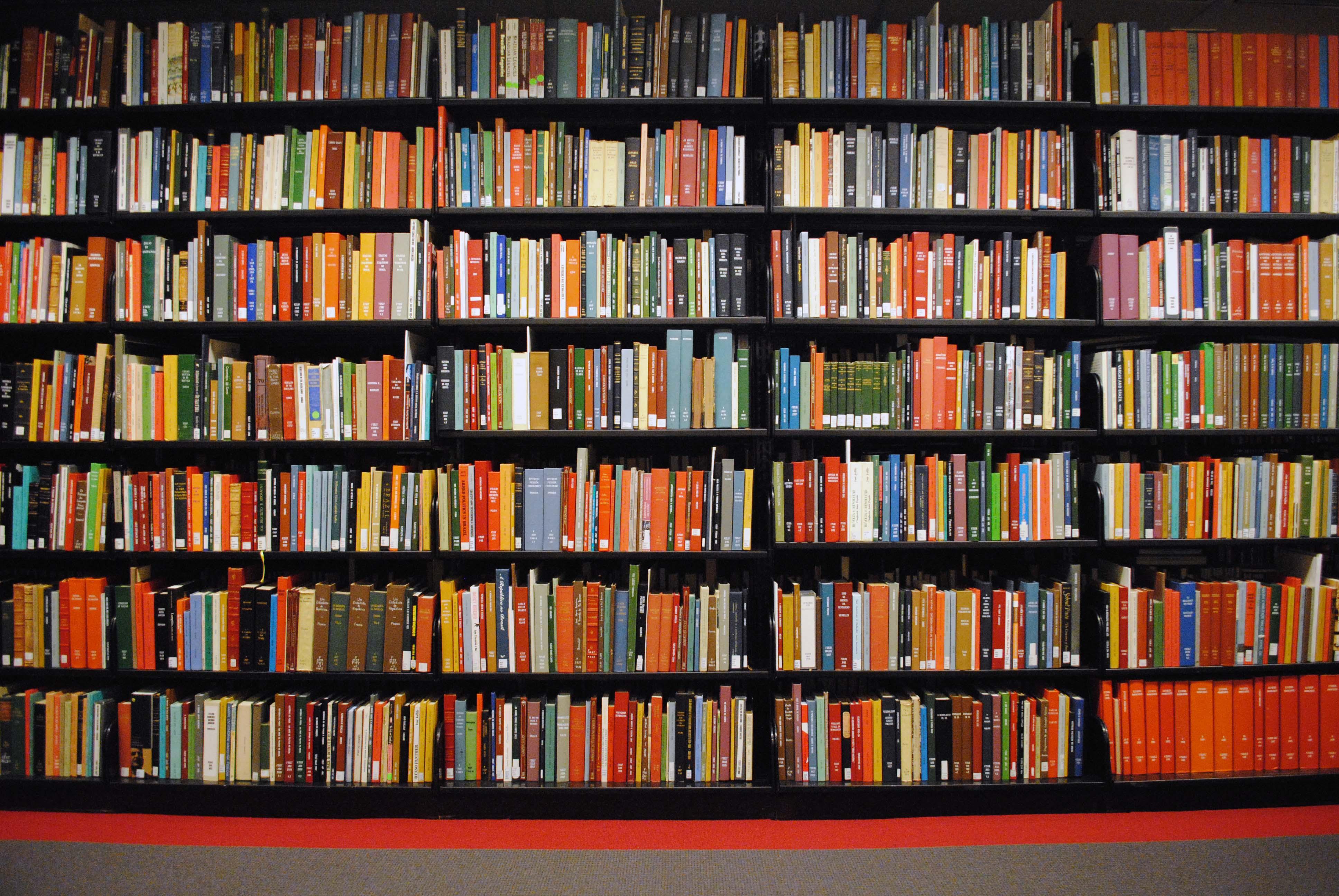 Apuntes luis deltell Estanteria de libros